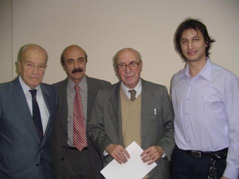 Arquitecto Gregorio Unfirer junto al Arquitecto Mario Roberto Alvarez, Arq. Clorindo Testa y Francisco Fasano